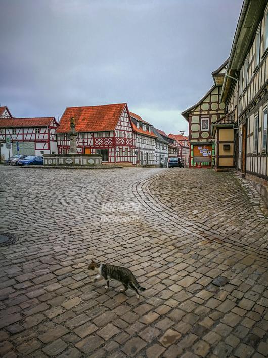 Ummerstadt-Weihnachten-2017-Stadtmitte-mit-Katze