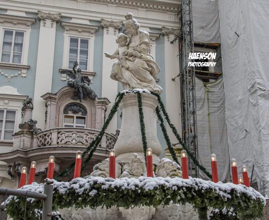 Wittelsbacherbrunnen-im-Adventskleid