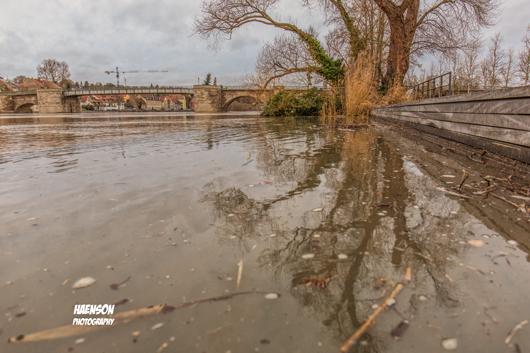 Überschwemmung-am-großen-Stadtbalkon-in-Kitzingen