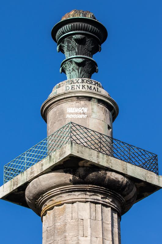 Konstitutionssäule-Gaibach-blauer-himmel