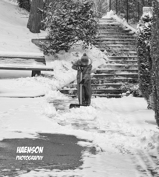 Winter-ist-zurück-Mitte-März-2018-schneeschieben-2