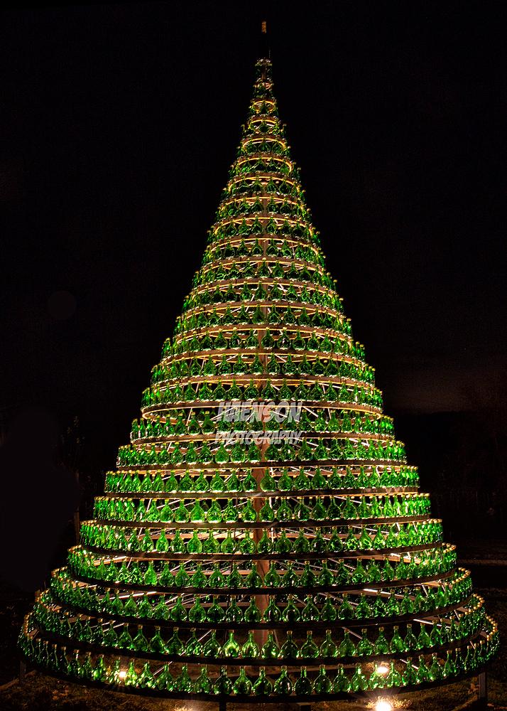 Durchmesser Weihnachtsbaum.Bocksbeutel Weihnachtsbaum Aus 1100 Kleinen Bocksbeuteln Kitziblog